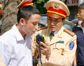 Nghị định 100 xử phạt lái xe uống rượu bia có trái Luật Giao thông?